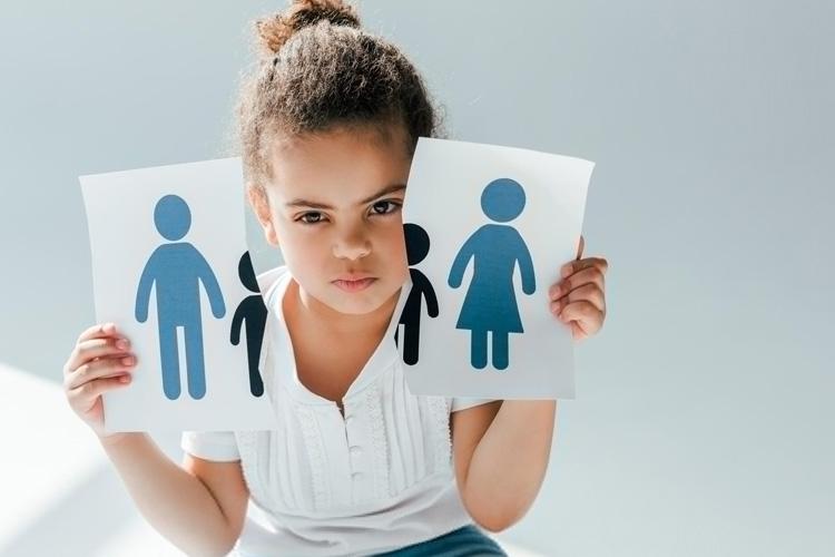 حضانت فرزند با چه کسانی است؟